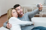 funny-couple-making-faces_wl1yjq